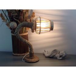 Lampe en bois flotté très originale