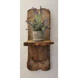 Jolie petite étagère en bois