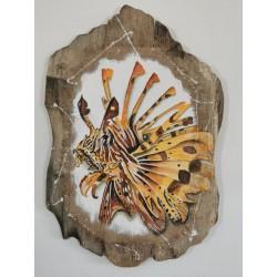 Tête poisson scorpion sur bois flotté et toile de jûte